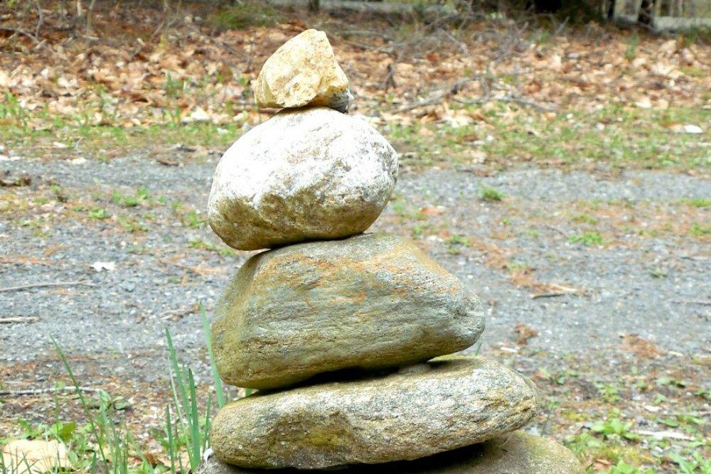 outdoor STEM activities rock sculpture